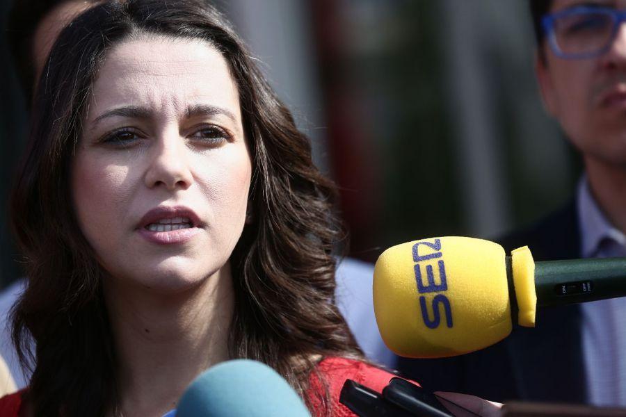 """Arrimadas ve """"preocupante"""" que Pedro Sánchez """"confunda"""" Cataluña con Torra"""