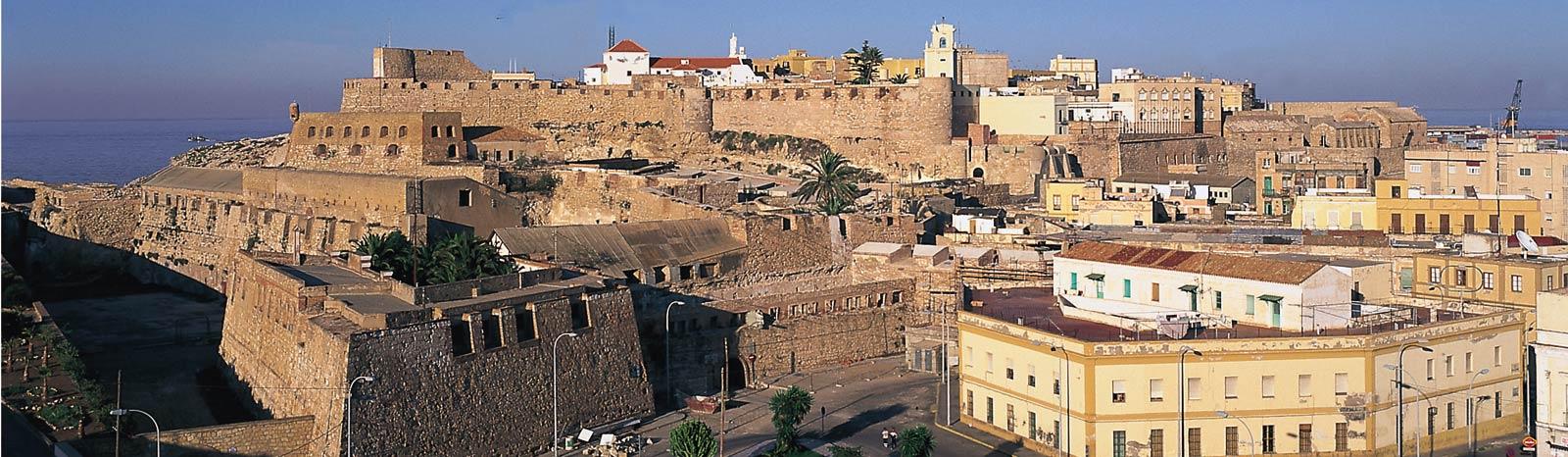 Miles de personas celebran los 520 años de españolidad de Melilla