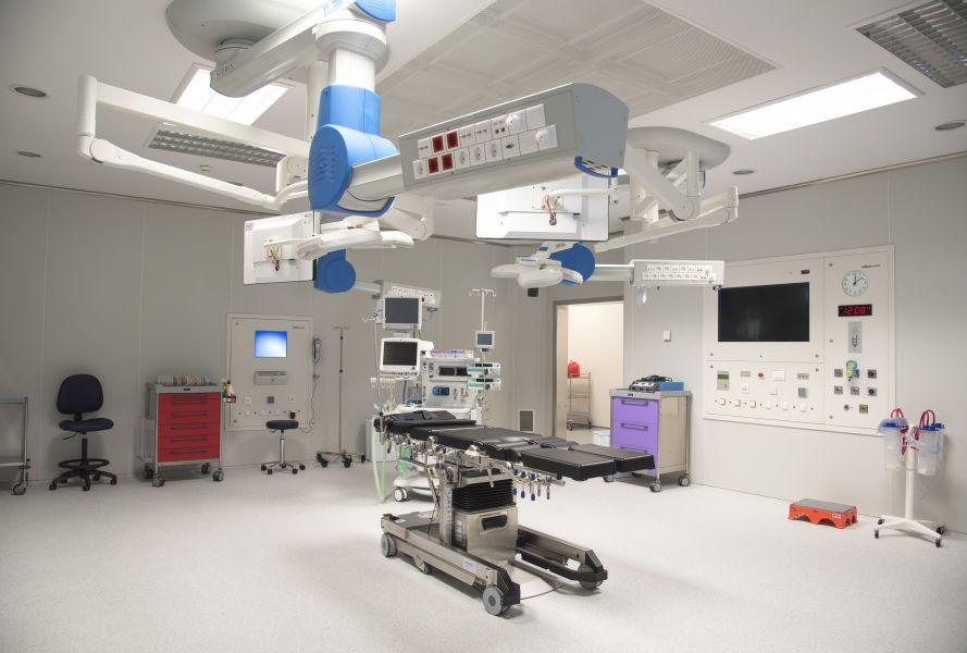 La apertura de dos nuevos quirófanos completa la reorganización quirúrgica del CHN