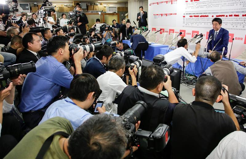 La coalición gobernante de Abe asegura la mayoría de dos tercios en las elecciones