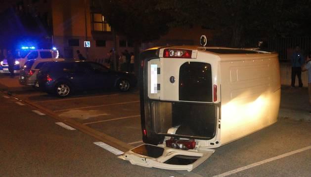 Tres heridos en una colisión frontolateral entre turismo y furgoneta en Pamplona