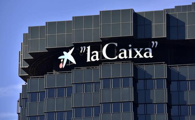 CaixaBank gana la cifra récord de 1.488 millones, el 53,4%más, al integrar BPI