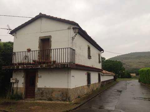 El Gobierno de Navarra ofertará mediante subasta pública seis viviendas, una nave industrial y un terreno