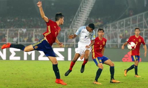 5-2. Inglaterra impone su físico al corazón de España y gana su primer título