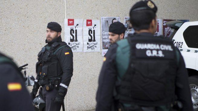 La Guardia Civil entra en la central de los Mossos y sus principales comisarías por 1-O