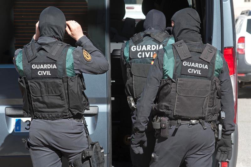 Detenida en Gerona una joven española integrada en una red para captar mujeres yihadistas