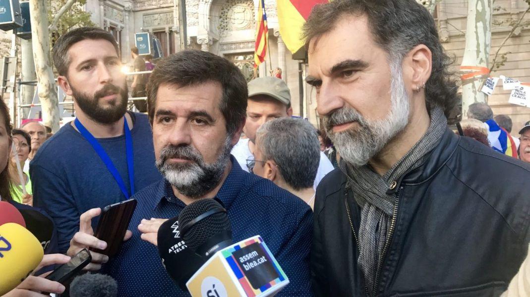 Sánchez y Cuixart siguen agitando la movilización desde prisión, dice el fiscal