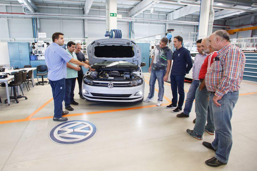 Una treintena de profesores de centros públicos de FP reciben formación en automoción en Volkswagen Navarra