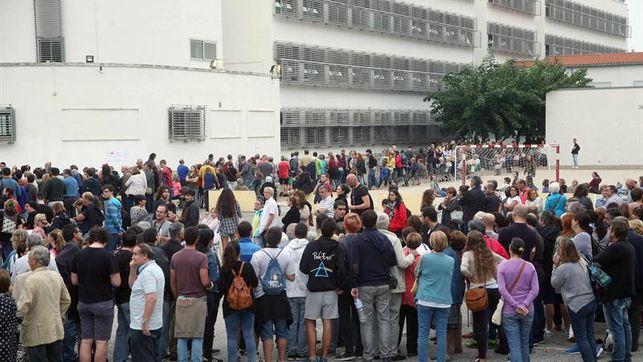 El Gobierno catalán asegura que el 73 % de las mesas están operativas y llama a votar