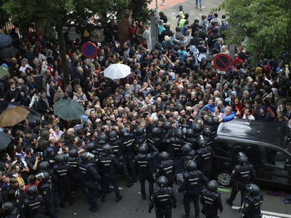 1-O: Policía Nacional y G.Civil actúan para evitar la votación