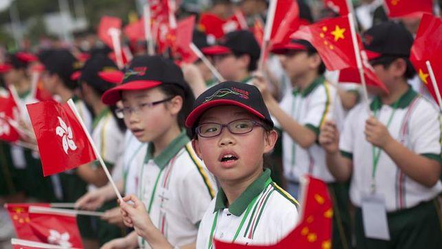 Hong Kong endurecerá el castigo por falta de respeto al himno nacional chino
