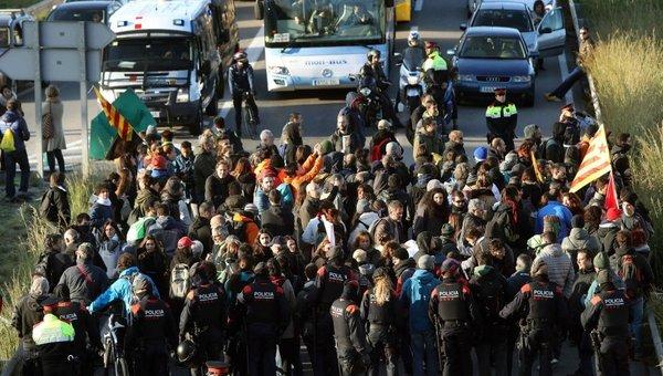 Colas kilométricas en la red viaria catalana tras cortes de tráfico en 60 puntos