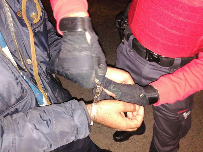 Detenidos ocho varones por delitos de agresiones y quebrantamiento de medidas de alejamiento