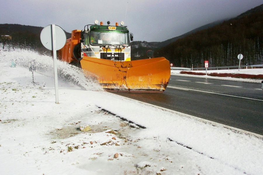 Movilizados 33 equipos quitanieves ante la previsión de nevadas en Navarra
