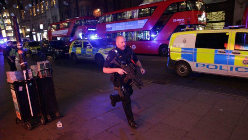 La Policía de Londres cierra la estación de Oxford Circus por un tiroteo y pide a la gente resguardarse en edificios