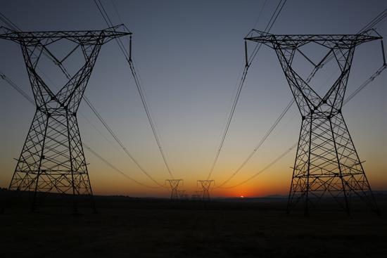 El precio de la luz en el mercado mayorista marca mañana su mínimo en un año