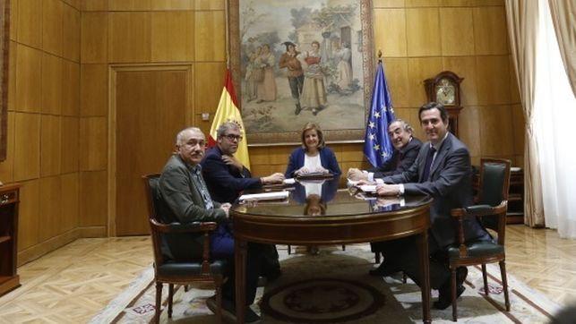 Acuerdo entre Gobierno, sindicatos y patronal para elevar el salario mínimo hasta los 850 euros en 2020