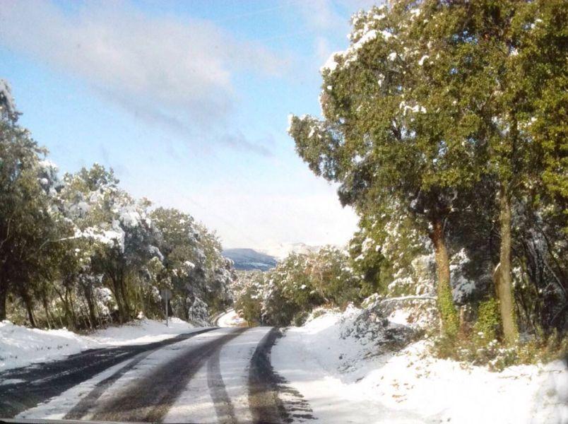 Piden precaución a conductores por el riesgo de placas de hielo en carreteras