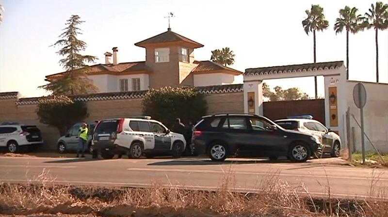 Muere un atracador en un tiroteo en una vivienda de Sevilla