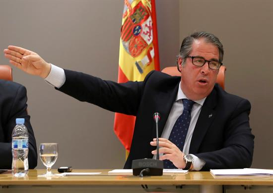 El director de la DGT pide perdón con ironía por seguir la nevada en Sevilla donde funciona internet
