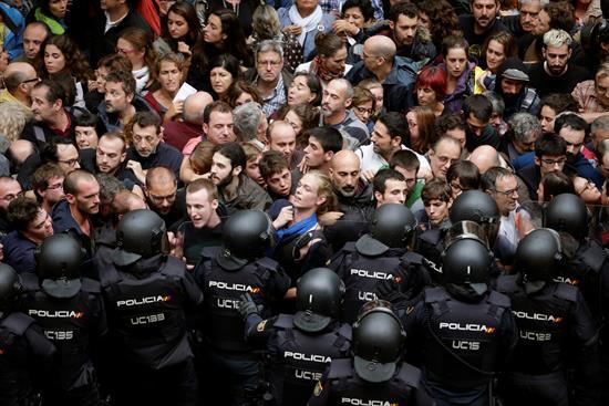El 1-O en los juzgados: 319 denuncias por cargas y 14 por inacción de los Mossos