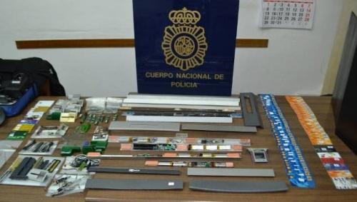 Dos detenidos por colocar dispositivos para clonar tarjetas en 23 cajeros