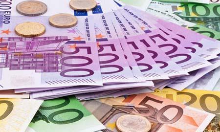 La inestabilidad política arrastra al euro a mínimos de 2017