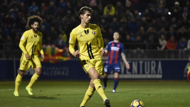 1-0: Un gol de Álex Gallar y los palos le dan la victoria a los oscenses
