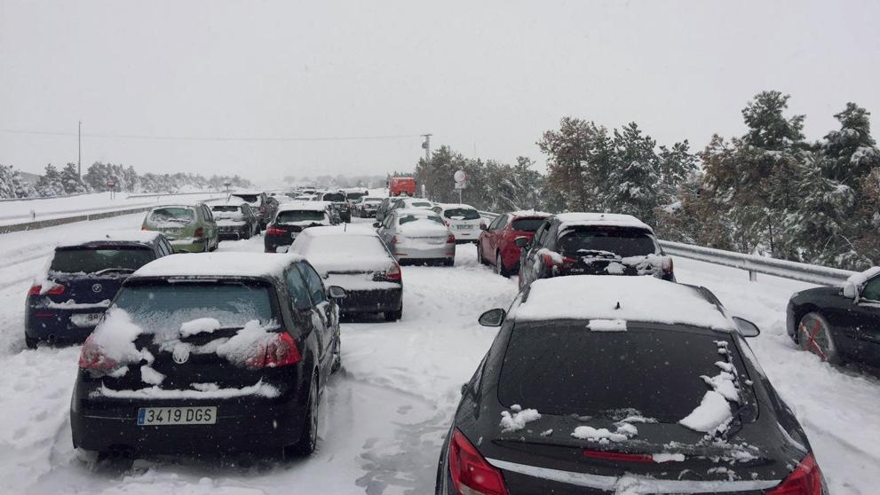 Fomento sanciona a Abertis con 1.200 euros por el colapso de la nieve de la AP-6