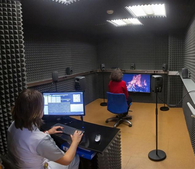 Recrean escenarios cotidianos en 3D para un diagnóstico más preciso de las deficiencias auditivas