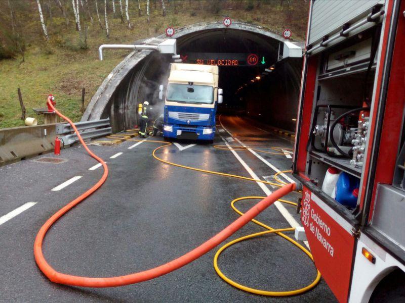 Camión averiado llena de humo túnel de Almandoz y obliga intervenir bomberos