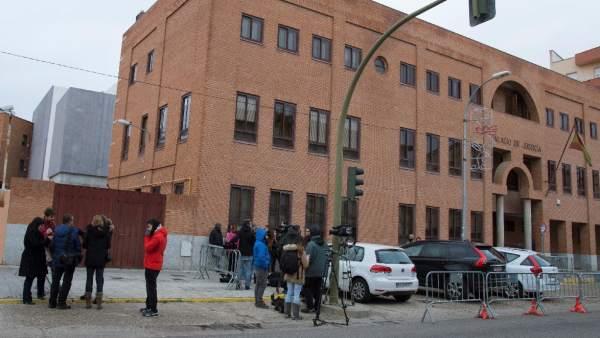 La juez mantiene en prisión preventiva a los tres exjugadores de la Arandina