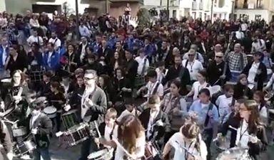 Más de 150 personas 'rompen la hora' a golpe de tambor y bombo en Tudela