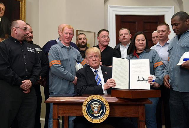 Trump da su primer gran paso proteccionista pese a la posible guerra comercial