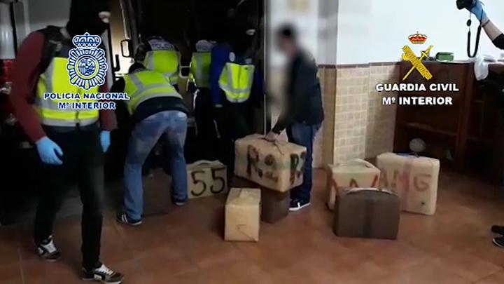 Intervenidos 3.300 kilos de hachís ocultos en dos inmuebles de La Línea de la Concepción