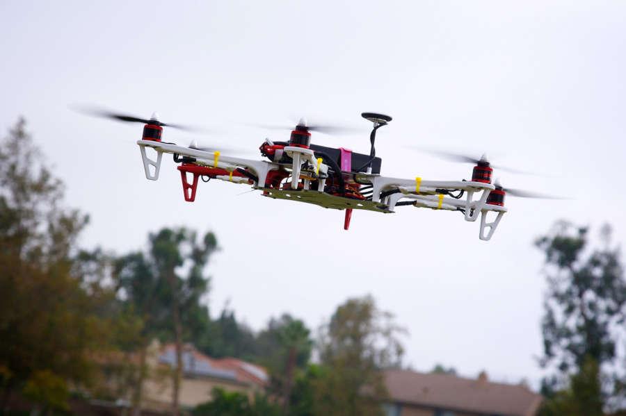 Utilizan un dron de una start up navarra para inspeccionar líneas eléctricas
