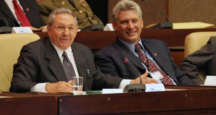 Díaz-Canel asume la Presidencia de Cuba sin más promesa que la continuidad