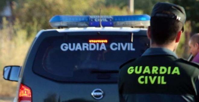 Guardia Civil de Navarra auxilia a 2 bebés y un niño de 8 años
