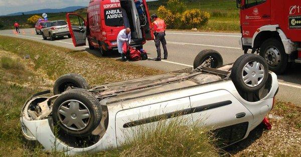 Un herido leve tras salirse de la vía con su coche en Beire