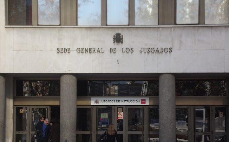 Juez pide identificar a los autores de mensajes contra víctima de La Manada