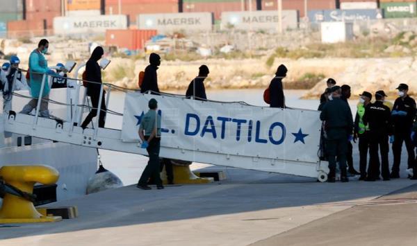 La llegada del Aquarius a Valencia se retrasa por el desembarco del Dattilo