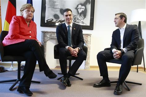 Sánchez sale al rescate de Merkel y acogerá a inmigrantes de Alemania