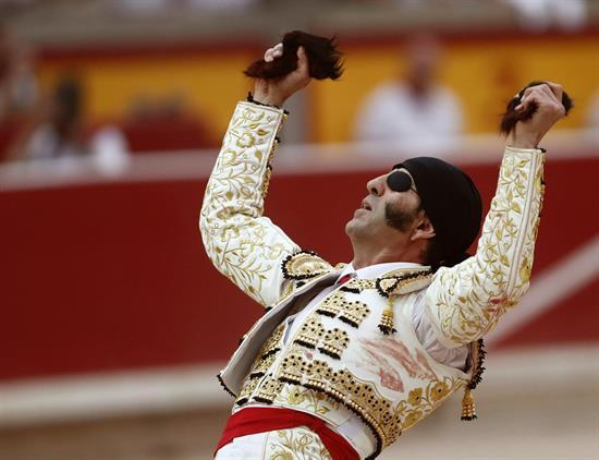 Padilla se despide de Pamplona con un clamoroso triunfo y su séptima puerta grande