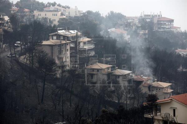 Los peores incendios de Grecia se cobran ya 80 vidas y continúa la búsqueda