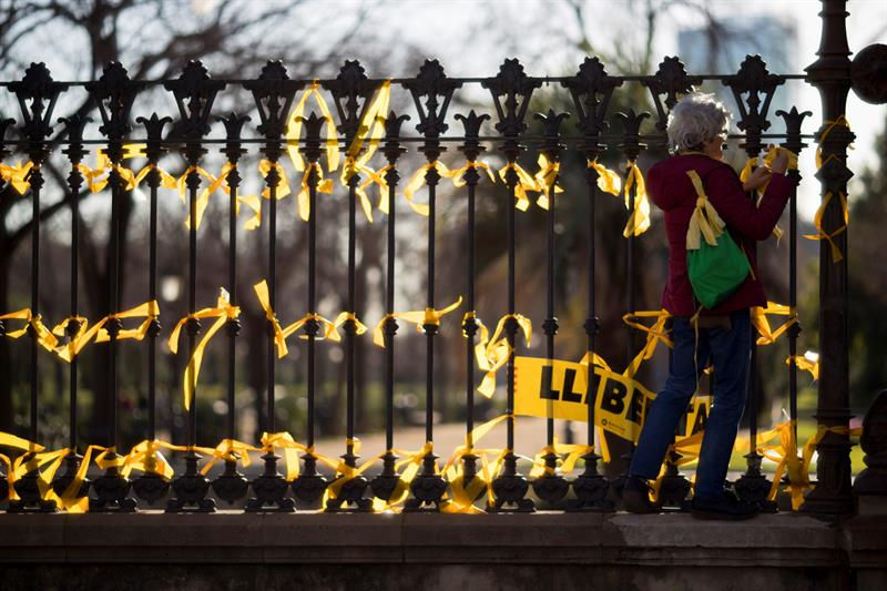 Mozos de Escuadra identifican a 14 personas que planeaban retirar lazos amarillos