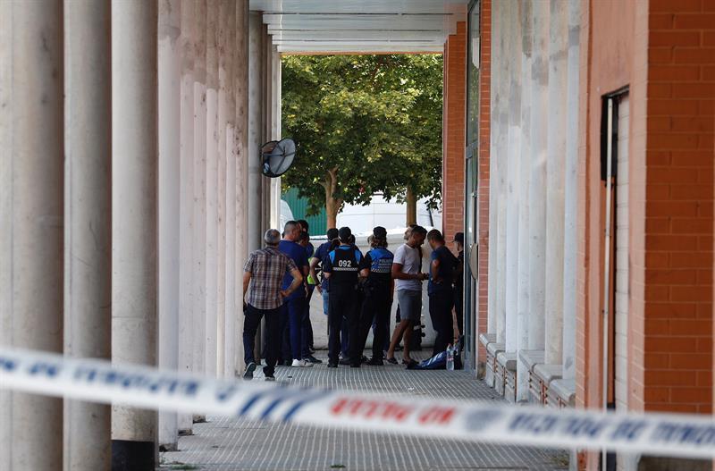 La Policía acordona una vivienda de Pamplona donde un hombre ha matado a otro