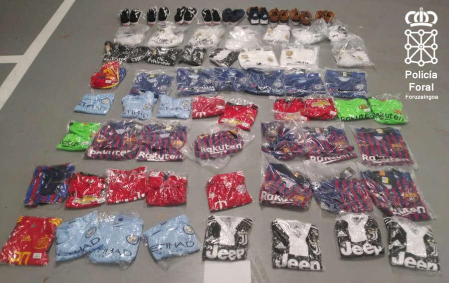 Policía Foral interviene medio millar de objetos falsificados en San Adrián