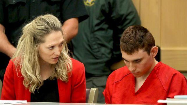 Revelan fallas escolares para tratar los comportamientos del autor de masacre en EE.UU.