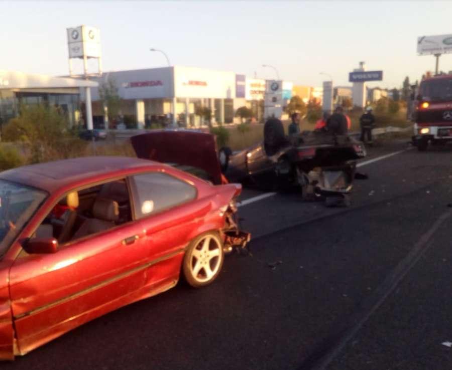 Implicados en una colisión en la AP-15 huyen del lugar del accidente
