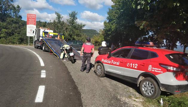 Herido leve un motorista por una salida de vía en Larraona